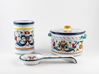 need a nice spoon rest and canisters like these