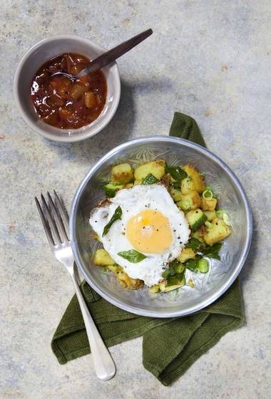 More like this: fried eggs , potatoes and potato curry .