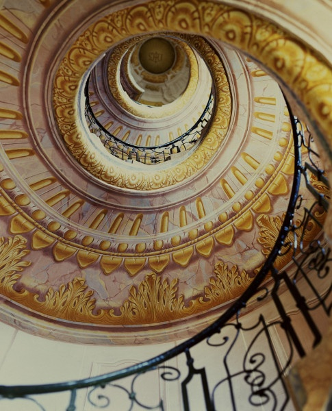 This enchanting staircase puts a spring in our step.