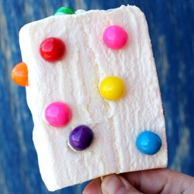 Bubble Gum Ice Cream Bar-I have to make this for joe this summer ha