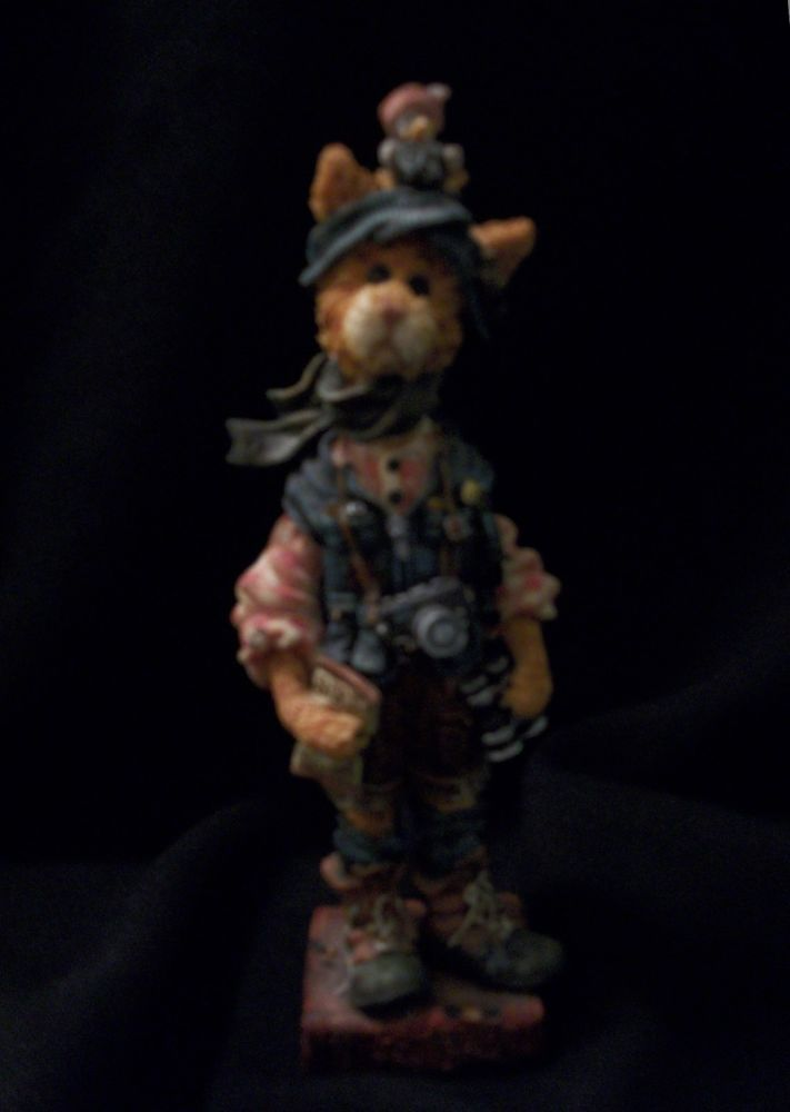 "BOYDS BEARS/FOLKSTONE ""The Birdwatcher"" Figurine. This Retired Piece Features Audubon P. Pussywillow. Excellent Pre-Owned Condition! $18.95 obo (Free S&H)"