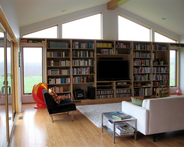 What a great bookshelf !  All that natural light !