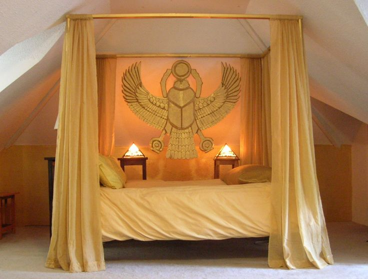 Bedroom in the ancient egyptian style by paul sternberg for Egyptian bedroom designs