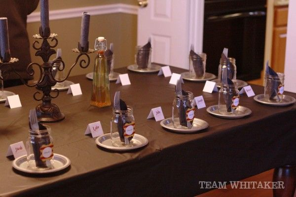 Harry potter table setting harry potter birthday party for Table quidditch