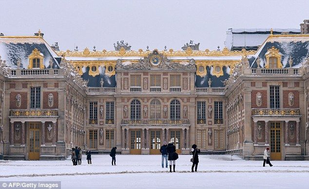 ... give guests a private tour of Versailles the day before their wedding