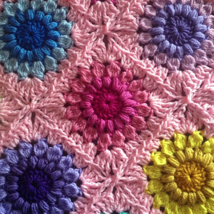 Crochet Stitches That Look Like Flowers : Sunburst Flower Blanket Tutorial freebie link and how to join photo ...