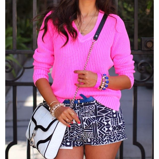 Beautiful Bright Pink Sweater With Bag