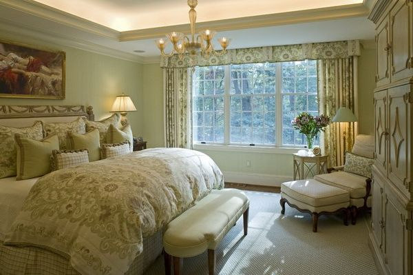 Traditional small master bedroom design ideas with patterned print