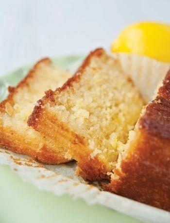 Lemon and elderflower drizzle cake | Food-Sweet Treats | Pinterest