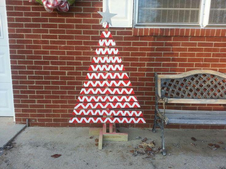 Wood pallet christmas tree pallets diy pinterest for Pinterest pallet christmas ideas