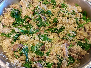 quinoa with mushrooms and spinach. Always looking for different quinoa ...