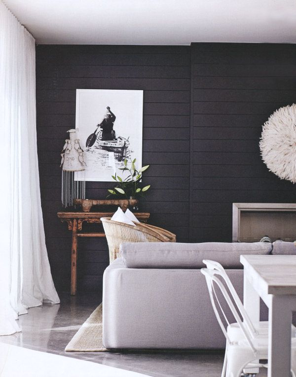 Black and white contrasts in living room