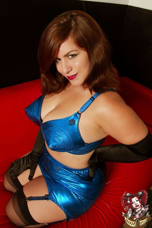 Thick MILF London Andrews welcomes sexual advances in blue jeans and heels № 850179 без смс