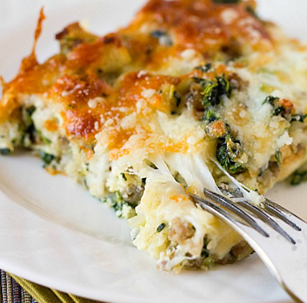 CHEESY SAUSAGE SPINACH BREAKFAST CASSEROLE - My Honeys Place