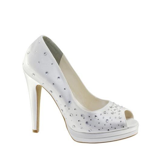 This shoe features a matching handbag. Available in black or white