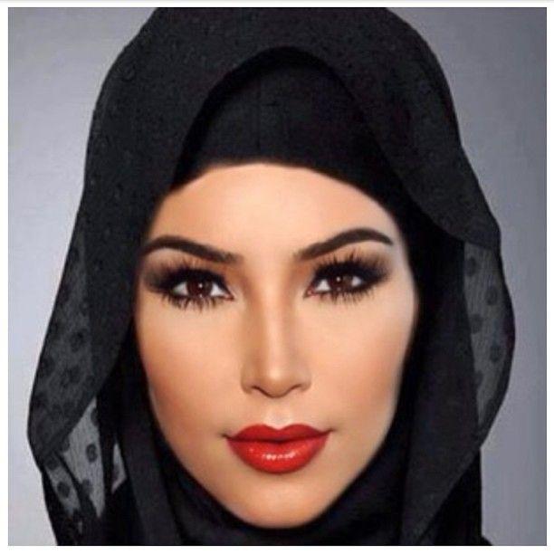 Kim Kardashian Pakai Hijab