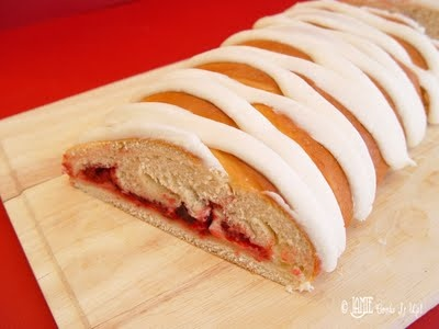 Raspberry cream cheese braid | Breads-Rolling in the Dough | Pinterest