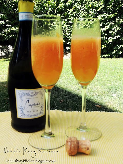 Bobbi's Kozy Kitchen: Fresh Peach Bellinis #drinks #alcohol