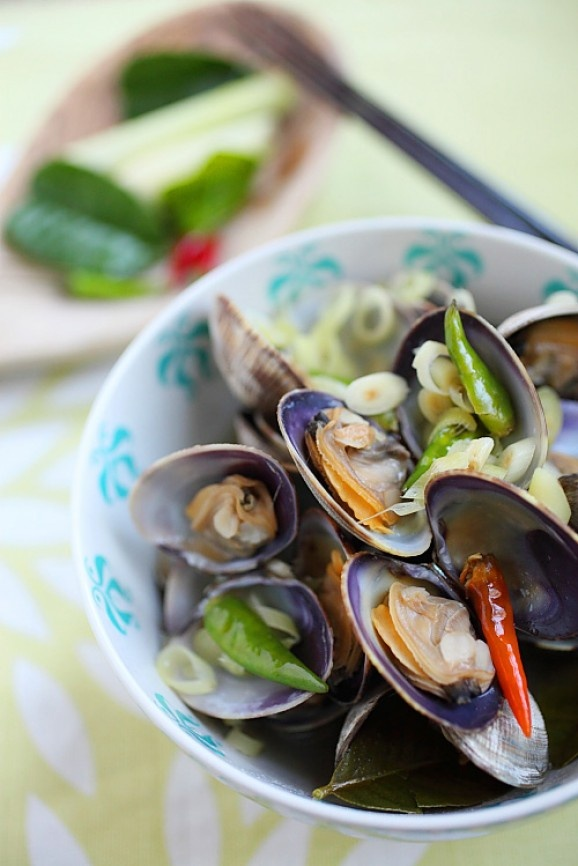 Thai Style Steamed Clams | food | Pinterest