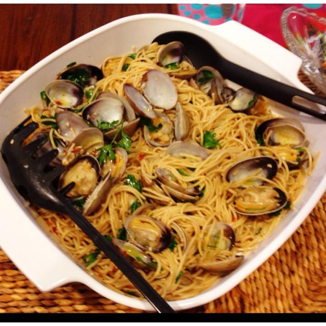 Whole wheat spaghetti alla vongole | Favorite Recipes | Pinterest