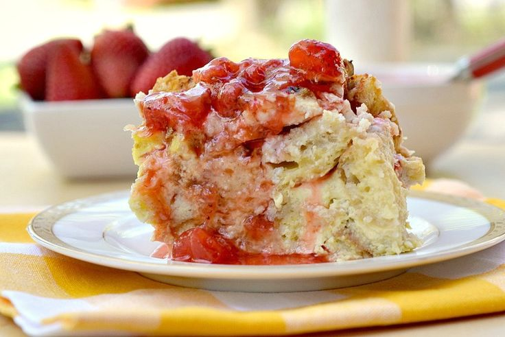 Baked French Toast Casserole with Ricotta & Strawberry Syrup by therealisticnutritionist #French_Toast #Strawberry #therealisticnutritionist