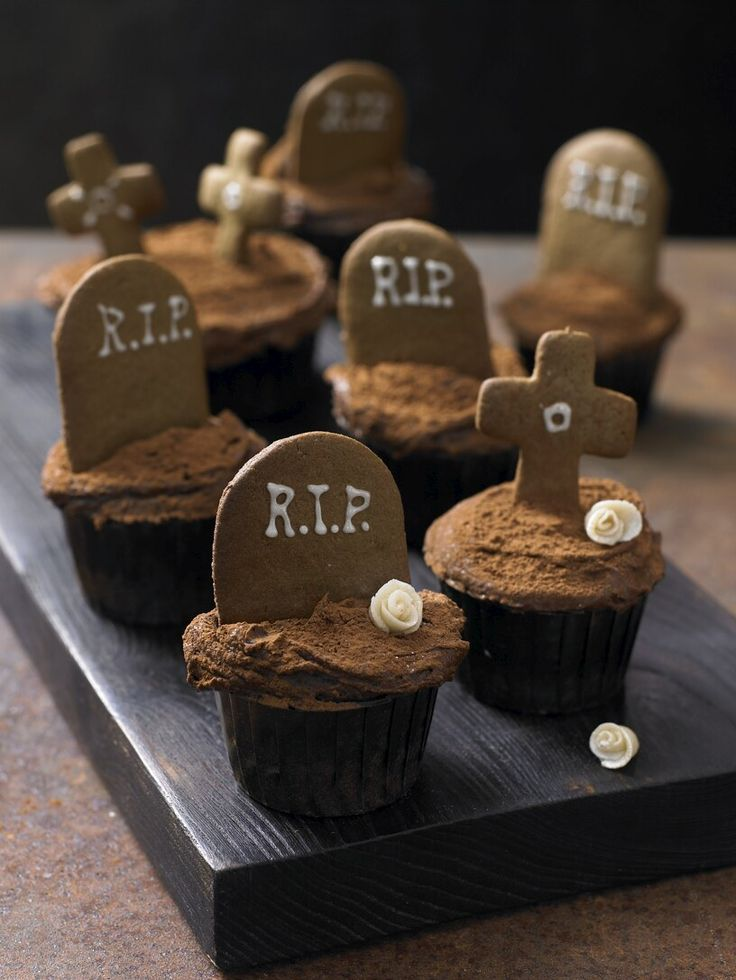 Graveyard cupcakes. Would be cuter with crushed Oreo or chocolate ...
