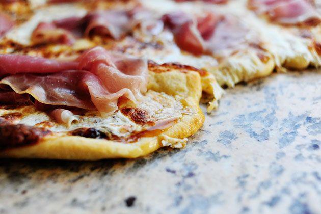 Fig-Prosciutto Pizza with Arugula | Recipe