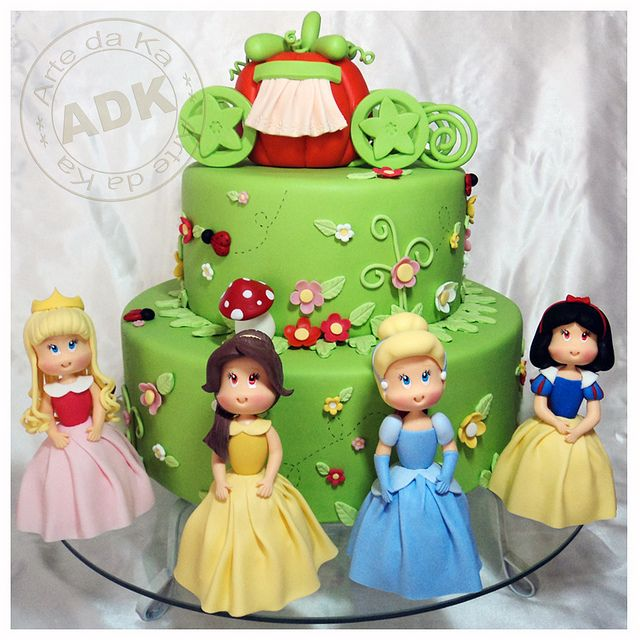 What an amazing Disney Princess cake!  <3