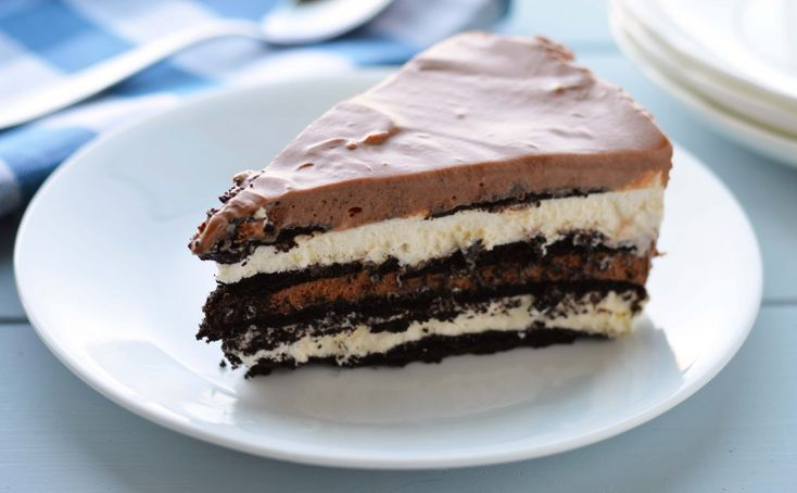 No bake chocolate hazelnut cream cake. Layers and layers of ...