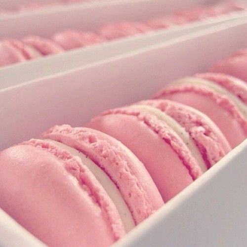 extrarouge: pink macaroons F(x) Amber Red Light
