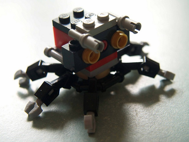 Micro-lego : robot 2 by GéComm, via Flickr