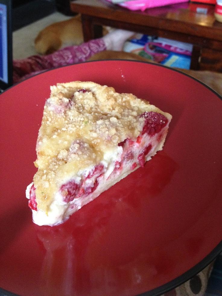 sour cream raspberry pie alyssamakingpies.tumblr.com