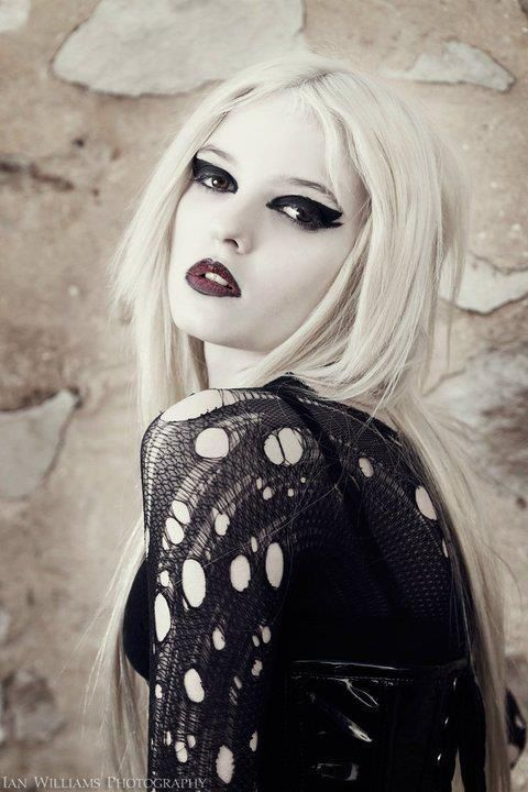 Blonde Punk 43