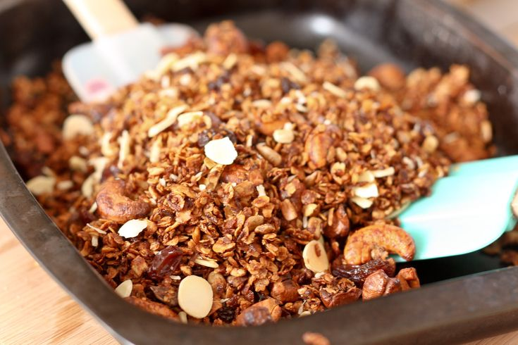 Cashew and coconut granola | Good eats | Pinterest