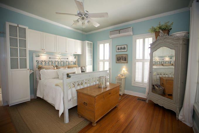Inviting bedroom from blog, House of Turquoise