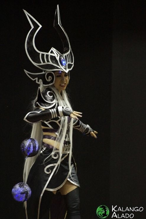 League of Legends - Syndra cosplayLeague Of Legends Syndra Cosplay