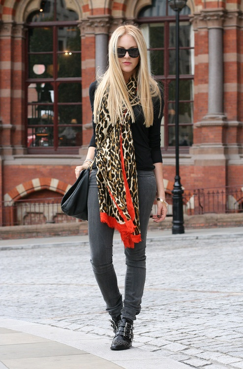 Leopard scarf with red accent.  Kind of reminds me of Regina's scarf from #OnceUponaTime #TheQueenIsDead
