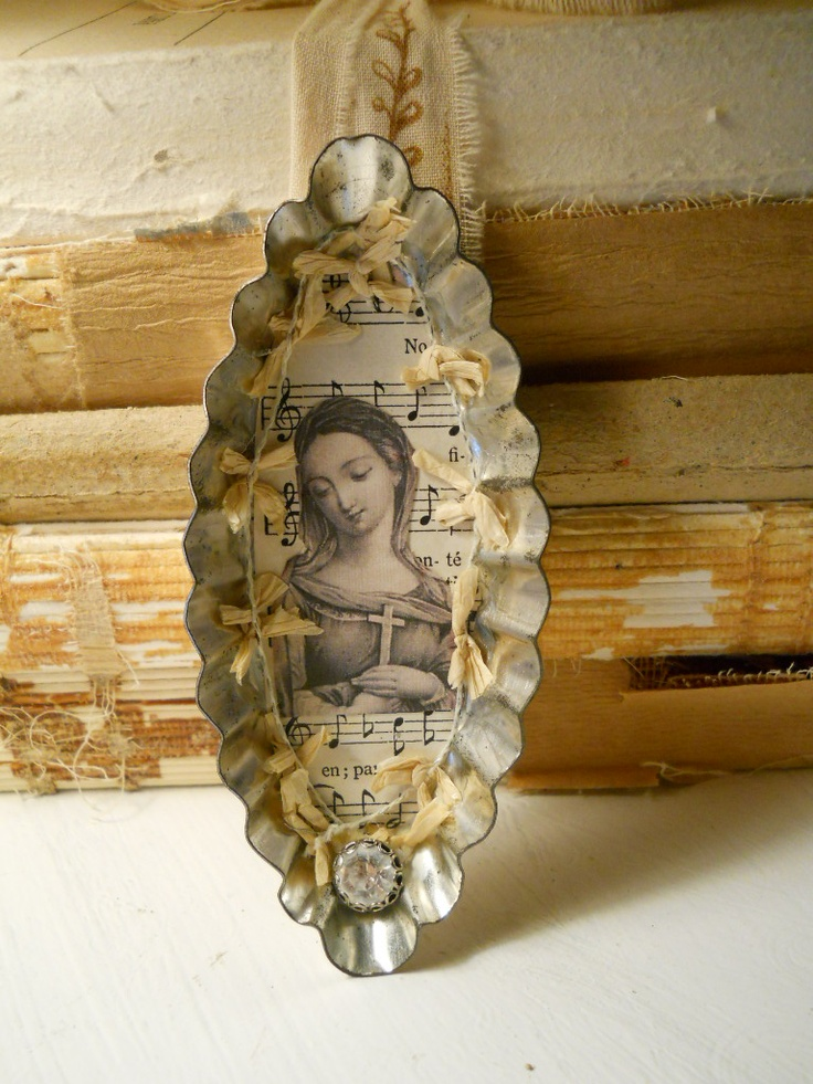 Tart tin ornament and old books vampyr pinterest