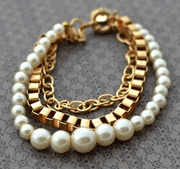 / great looking necklace, pearls, gold chain mix