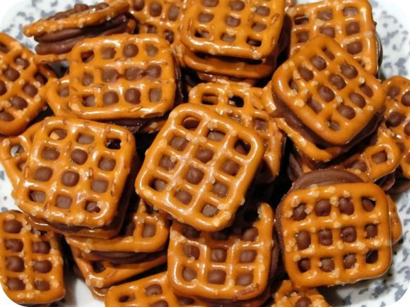 ... All you need is Rolo candy and pretzel squares! - with Musingssahm.com