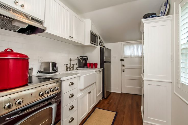 Tiny white galley kitchen for Small white galley kitchens