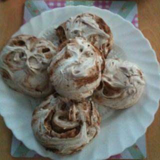 Chocolate and Cinnamon swirl meringues | Weight Watchers | Pinterest
