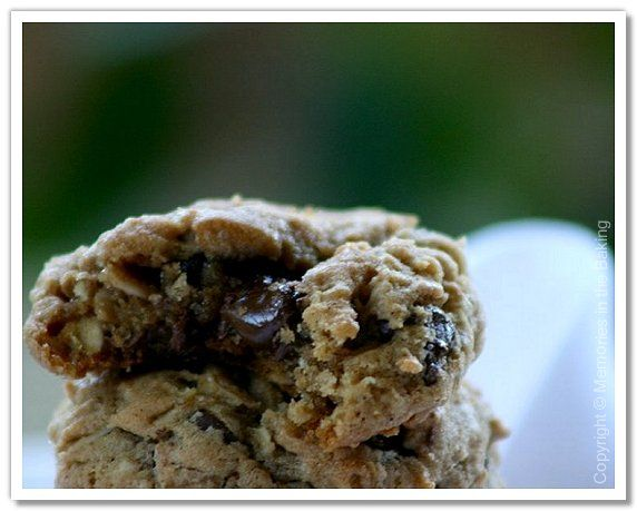 Memories in the Baking: Chewy chocolate chunk oatmeal cookies