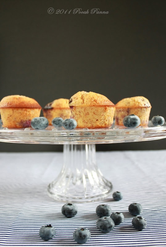 ... : Paleo. Healthy. Delicious.: Airy Almond-Blueberry Muffins