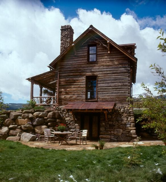 Swedish guest cabin walkout area ideas home porches for Log cabin with walkout basement