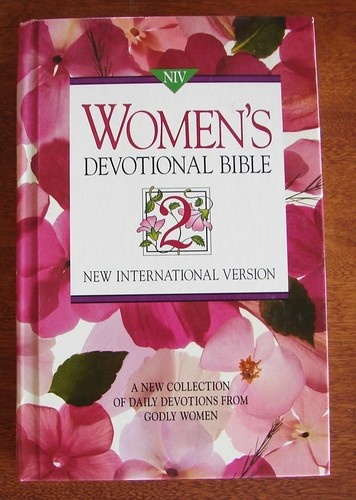 niv women s devotional bible new collection of daily