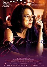 Gloria. Hyllat drama från 2013 av Sebastián Lelio med Paulina García och Sergio Hernández. Gloria är 58 år gammal men känner sig fortfarande ung. Hon förvandlar sin ensamhet till fest och tillbringar kvällarna med att söka kärleken på singelklubbarna. Allt förändras den dag hon träffar Rodolfo. Deras intensiva passion, som Gloria hänger sig fullt åt, får henne att balansera mellan hopp och förtvivlan