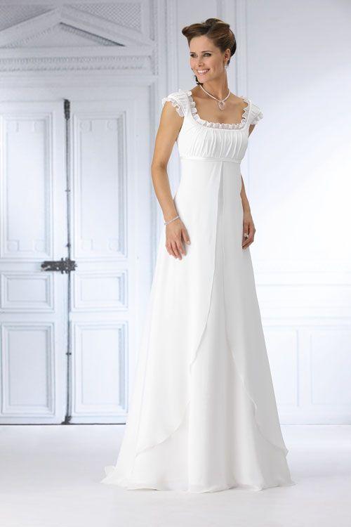 ... das Hochzeitskleid fließt schmal und schlicht am Körper herunter