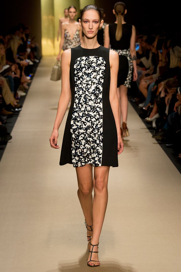 Is this hem unfinished?  Guy Laroche Spring 2015 Ready-to-Wear - Look 34 - Style.com