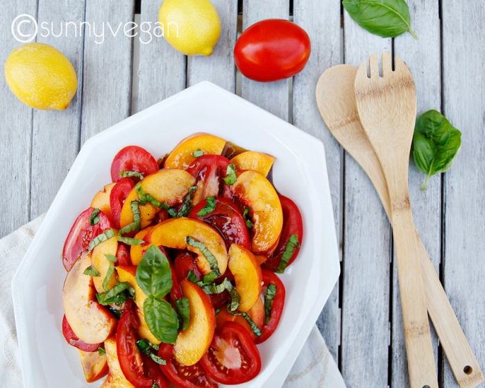 Summer salads: Fresh peach and tomato salad with basil | sunnyvegan ...